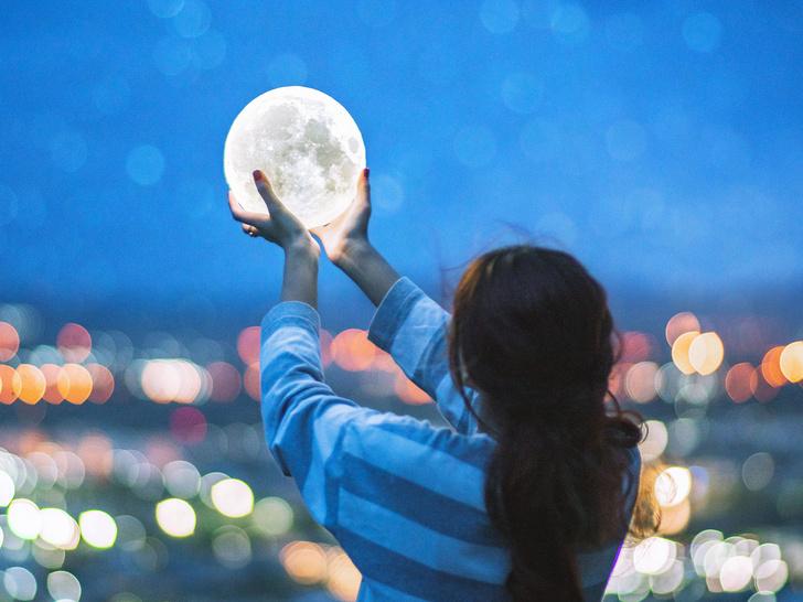Фото №1 - Что такое лунные аффирмации и как они помогут вам осуществить задуманное