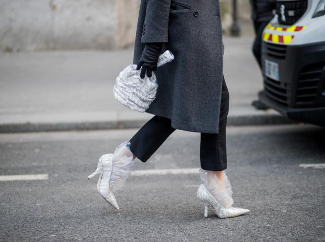 Фото №19 - Life in Plastic: как носить пластиковые вещи этой весной