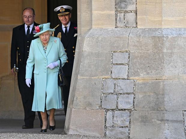 Фото №4 - Не просто аксессуар: почему Елизавета почти всегда носит перчатки