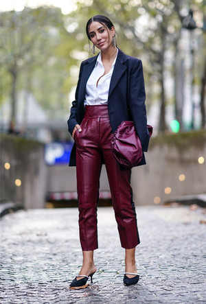 Фото №7 - Как носить кожаные брюки: самые стильные и простые сочетания