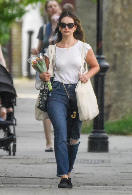 Лили Джеймс в Лондоне