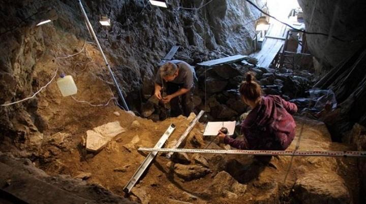 Фото №1 - На Алтае обнаружили пещеры с останками древних людей