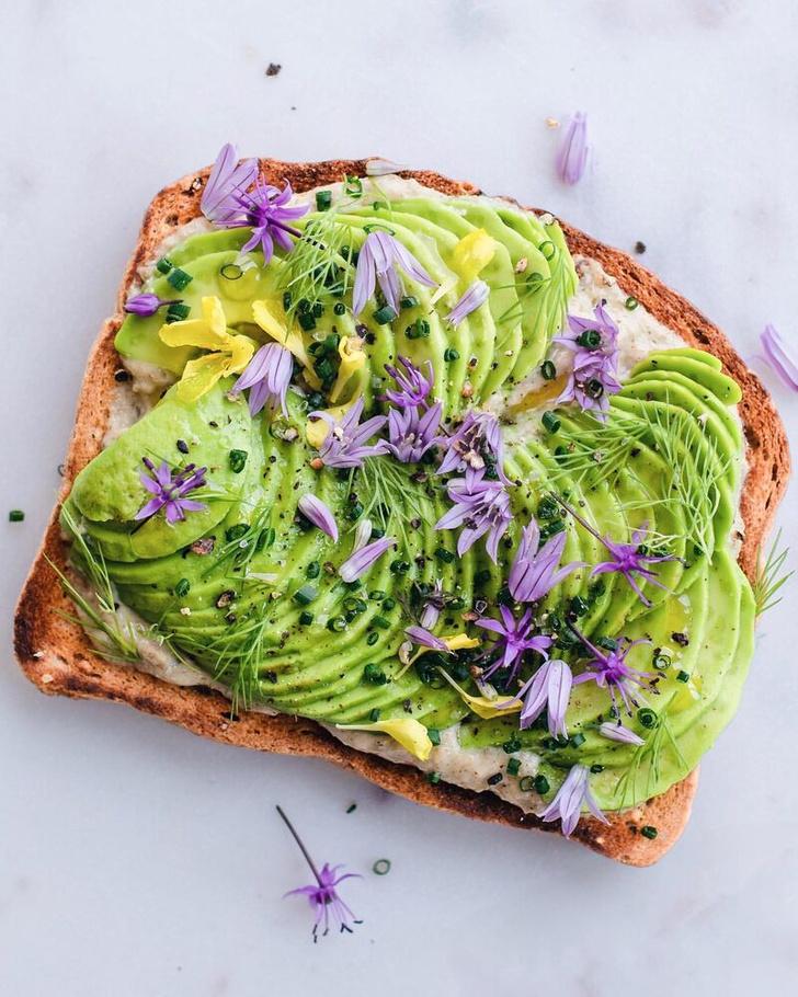 Фото №4 - Фуд-тренд: самые красивые тосты инстаграма— с арахисовой пастой и кленовым сиропом