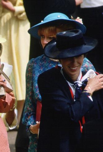 Фото №12 - Платье напрокат: 8 культовых нарядов, которые Диана одалживала другим
