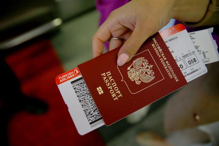 Фото №1 - Российский паспорт стал одним из 50 сильнейших в мире