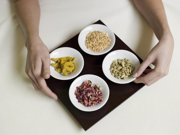 Фото №1 - Аюрведа для похудения: помогает ли кичри сбросить вес, когда картофель лучше риса и почему не стоит есть в самолете