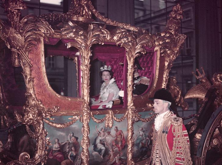 Фото №5 - Никто не идеален: какую ошибку совершила Елизавета II во время своей коронации