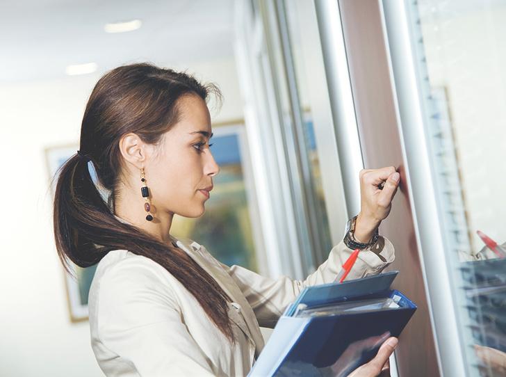 Фото №3 - Как получить прибавку к зарплате: «женские» хаки, которые помогут побороть дискриминацию