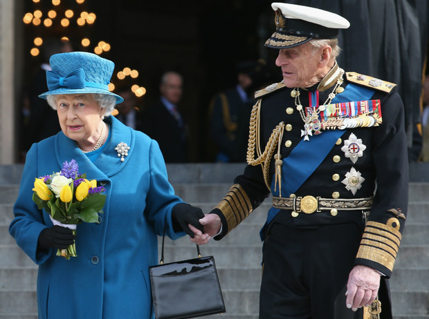 Фото №1 - Особая традиция: какой сюрприз принц Филипп готовит Королеве на каждый ее день рождения