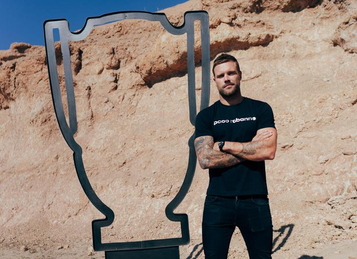 Фото №1 - Как поддерживать форму дома: актер и спортсмен Ник Янгквест записал для MAXIM видео своей тренировки
