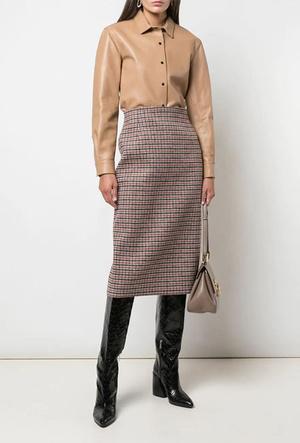 Фото №15 - Босс не будет против: как носить кожаные вещи в офис