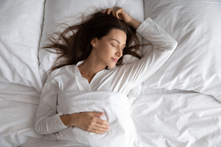 Фото №1 - Что говорит о вас поза, в которой вы спите
