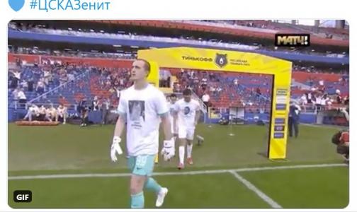 Фото №1 - «Зенит» выходит на поле в футболках с портретами умерших медиков до конца футбольного сезона