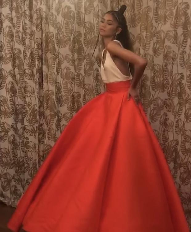 Фото №3 - Хрупкий цветок: Зендая в платье Valentino Couture