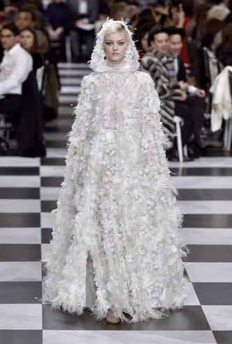 Фото №5 - 35 идей свадебных платьев с подиумов Недели высокой моды в Париже