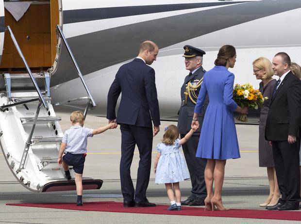 Фото №3 - Мама, ну идем же: принцессе Шарлотте не терпелось покинуть Польшу