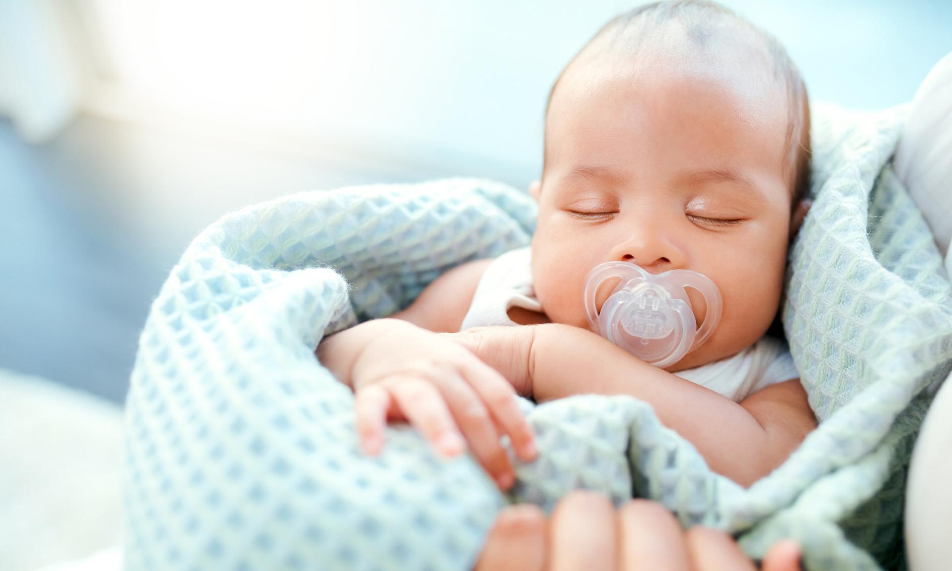 Пупочная грыжа у новорожденного: нужно ли делать операцию