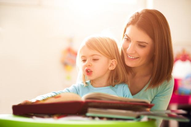 Фото №2 - Зачем на самом деле надо читать ребенку сказки: объяснение психолога