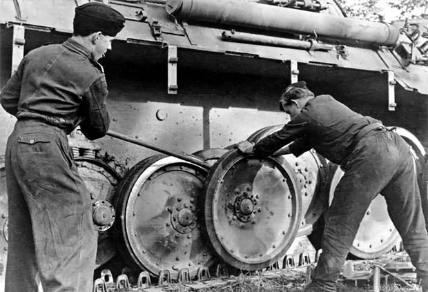 Фото №5 - Почему у немецких танков были такие странные гусеницы