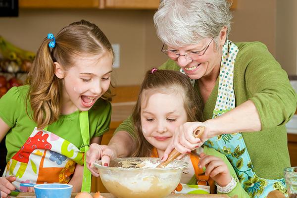 Фото №1 - Стереотипы воспитания: наши бабушки были правы?