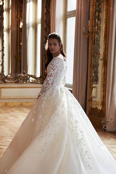 Фото №1 - Свадебная мода: выбираем платье для девушек с формами