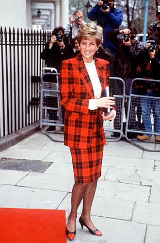 Фото №56 - 60 красных нарядов: как принцесса Диана носила любимый цвет