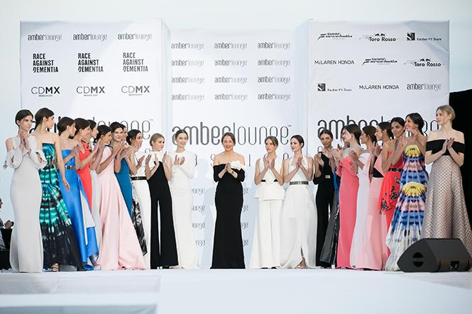 Фото №25 - Даниил Квят и другие пилоты «Формулы-1» в модном показе в Монако