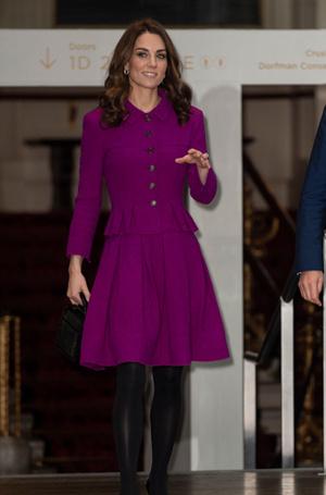 Фото №6 - Вслед за Меган: герцогиня Кембриджская выбирает королевский фиолетовый для нового визита