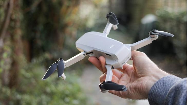 Фото №1 - DJI представил очень маленький дрон, на котором можно летать без индульгенции Росавиации