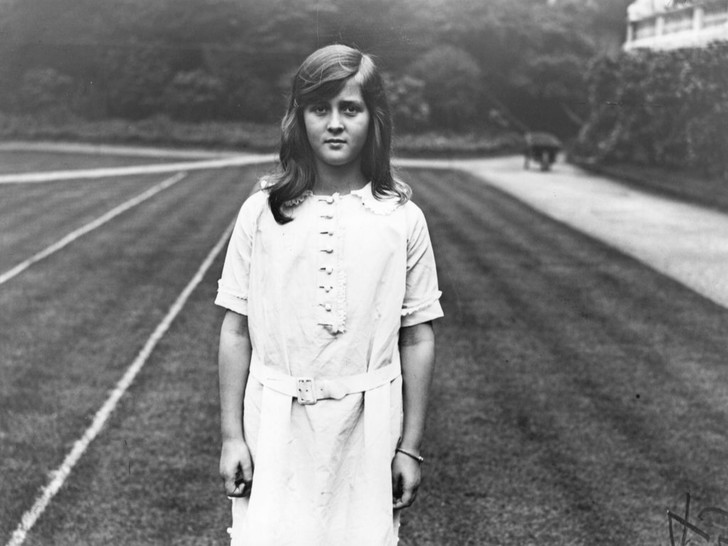Фото №9 - Связи с нацистами и дурная репутация: как сестры принца Филиппа стали темной тайной Короны
