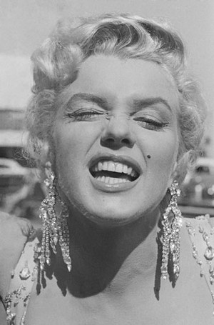 Фото №8 - Драгоценности Мэрилин Монро: что кинодива носила в жизни и на экране