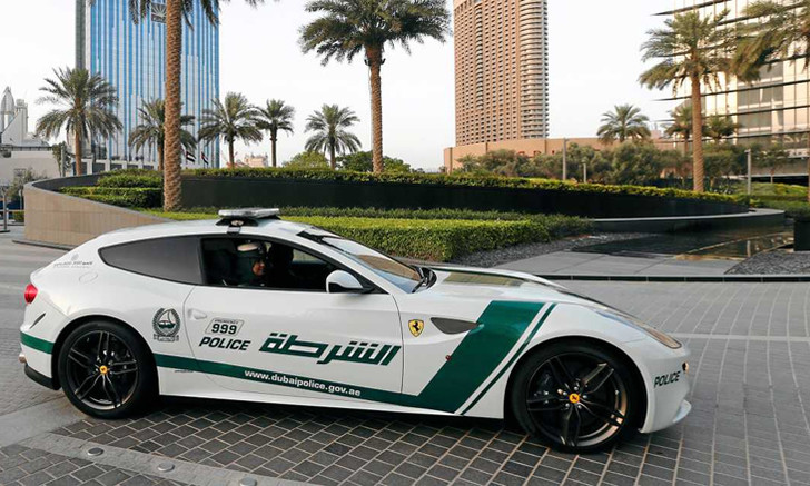 Фото №6 - 10 необычных профессий для Ferrari: скорая помощь, полиция и другие
