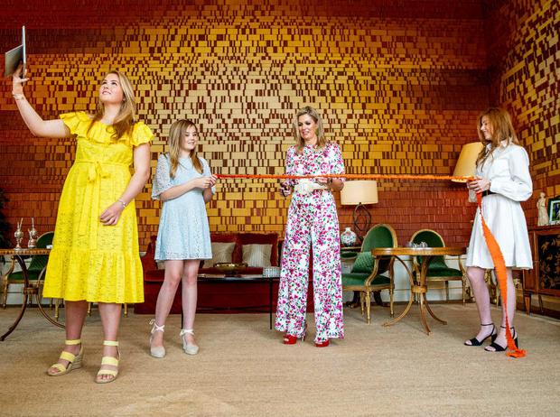 Фото №2 - «Самые красивые принцессы Европы»: в Сети обсуждают дочерей короля и королевы Нидерландов