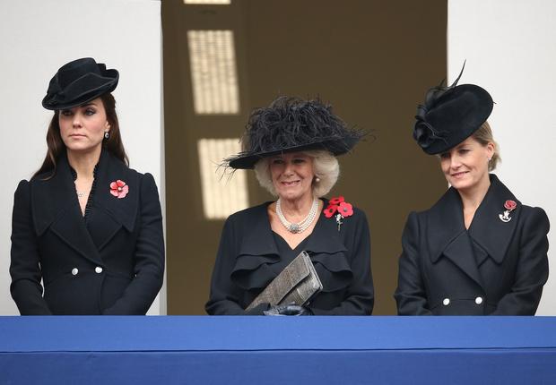 Фото №13 - Сестры по стилю: модные образы, которые Кейт и Софи повторяли друг за другом