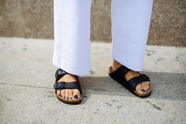 Фото №1 - Модный тренд: что такое биркенштоки и почему их носят все