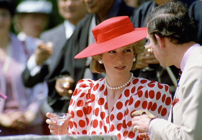 Фото №60 - 60 красных нарядов: как принцесса Диана носила любимый цвет
