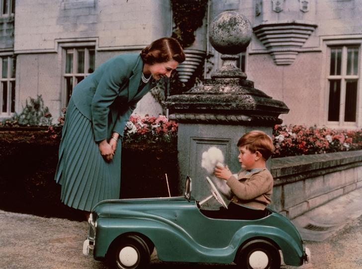 Фото №3 - Какой матерью Елизавета II была для своих детей