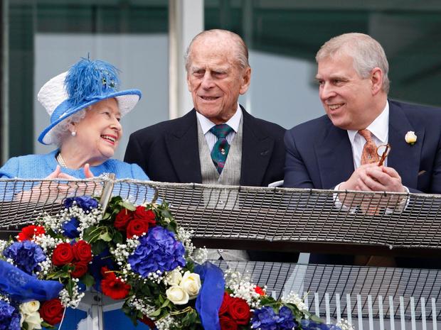 Фото №1 - Чужой среди своих: почему принца Эндрю не будет на юбилее принца Филиппа