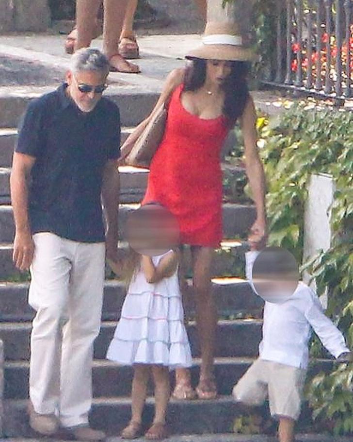 Фото №2 - Идеальная семья: Амаль и Джордж Клуни отдыхают с детьми в Италии