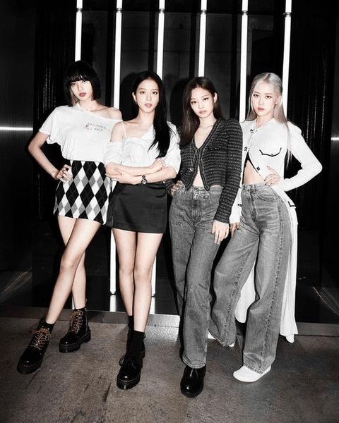 Фото №2 - Как участницы BLACKPINK поддерживают сольный дебют Розэ