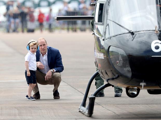 Фото №1 - Как принц Уильям учит Джорджа быть королем (и мужчиной)