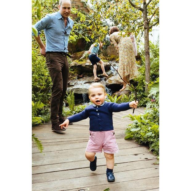 Фото №2 - Кейт Миддлтон показала чумазого принца Луи в честь его дня рождения