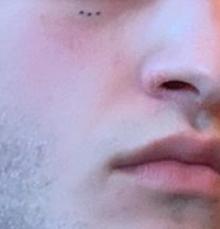 Фото №1 - Quiz: Угадай знаменитость по тату на лице