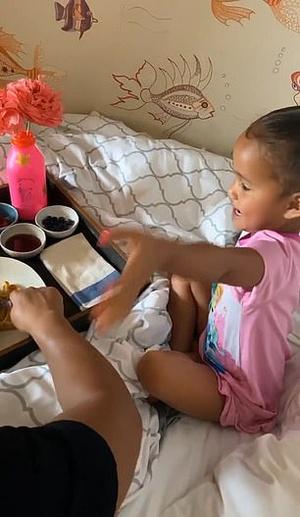 Фото №3 - Чем завтракают дети Пугачевой, Бони и других звезд: фото