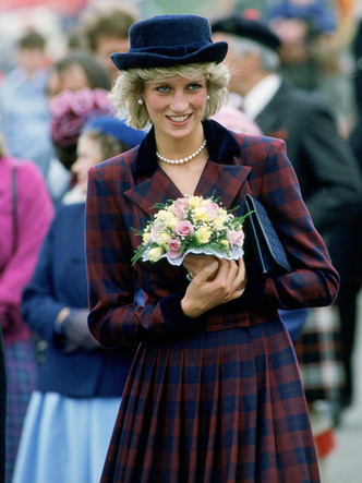 Фото №2 - Как принцесса Диана одевалась бы в наши дни (и осталась бы она иконой стиля?)