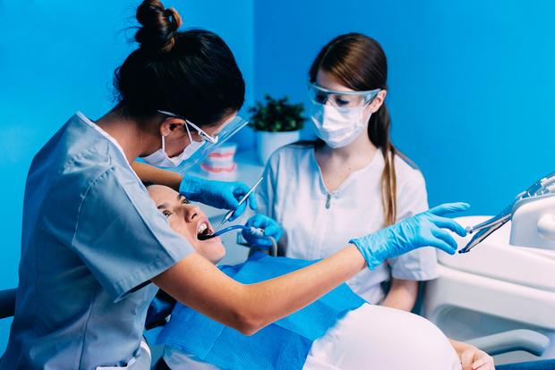 Фото №2 - Лечение зубов во время беременности: в чем риск для плода