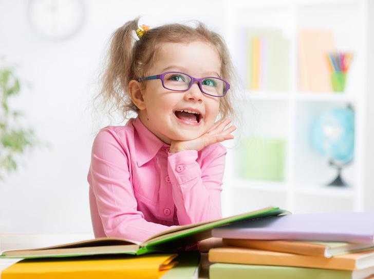Фото №1 - Врачи назвали главную причину развития близорукости у детей