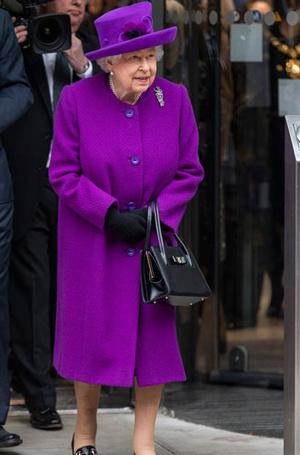Фото №3 - Все оттенки сирени: как королевские особы носят фиолетовый цвет
