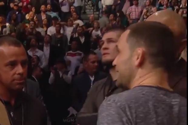 Фото №1 - Всплыло видео с реакцией Нурмагомедова на стремительный нокаут Макгрегора