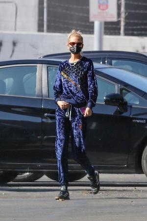 Фото №1 - Если носить вещи со стразами, то только как модель Стелла Максвелл